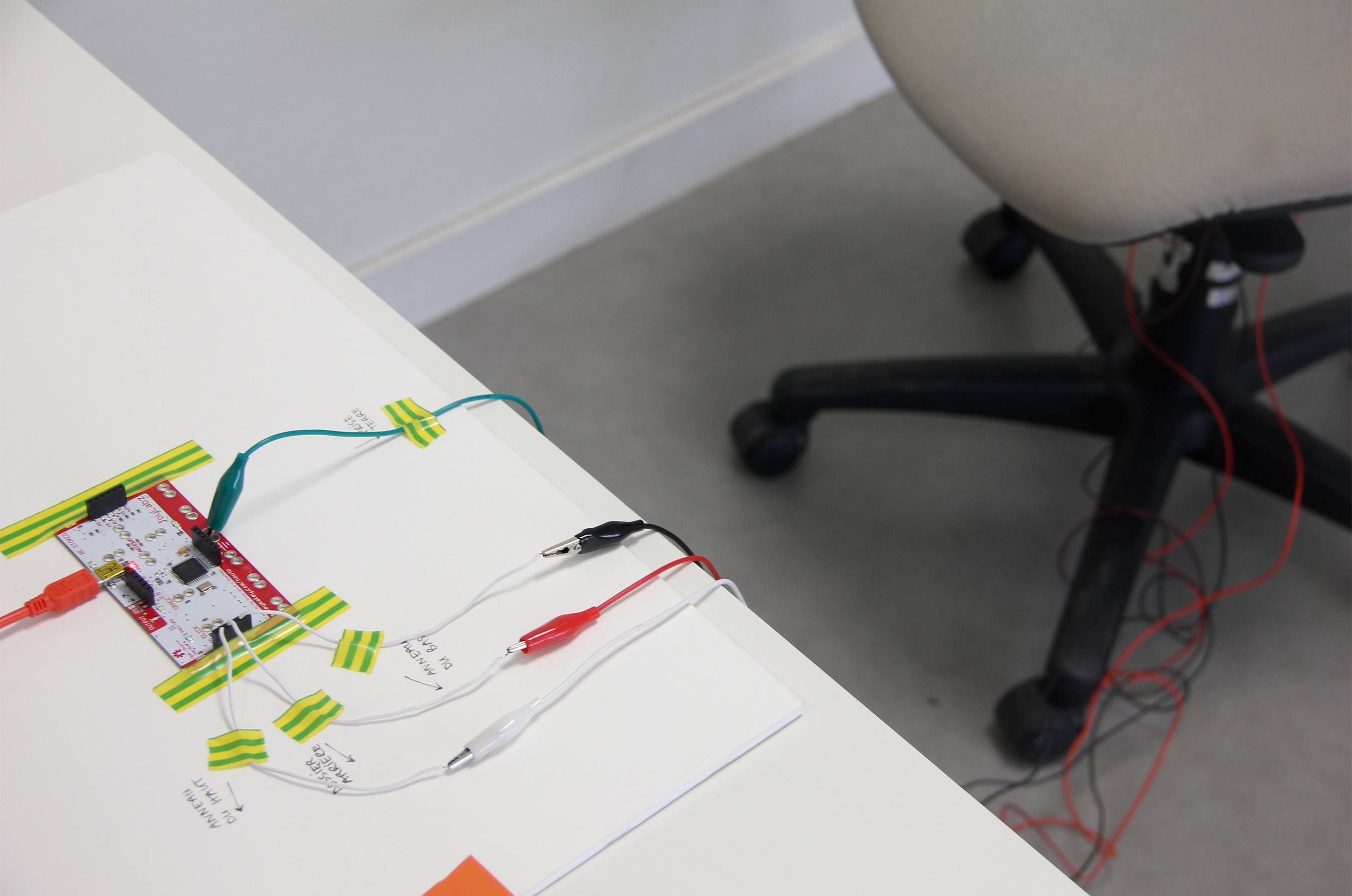 kalla_workshop_arduino_makey_makey_connected_chair_cable-maxime-cavallie-pierre-felix-so